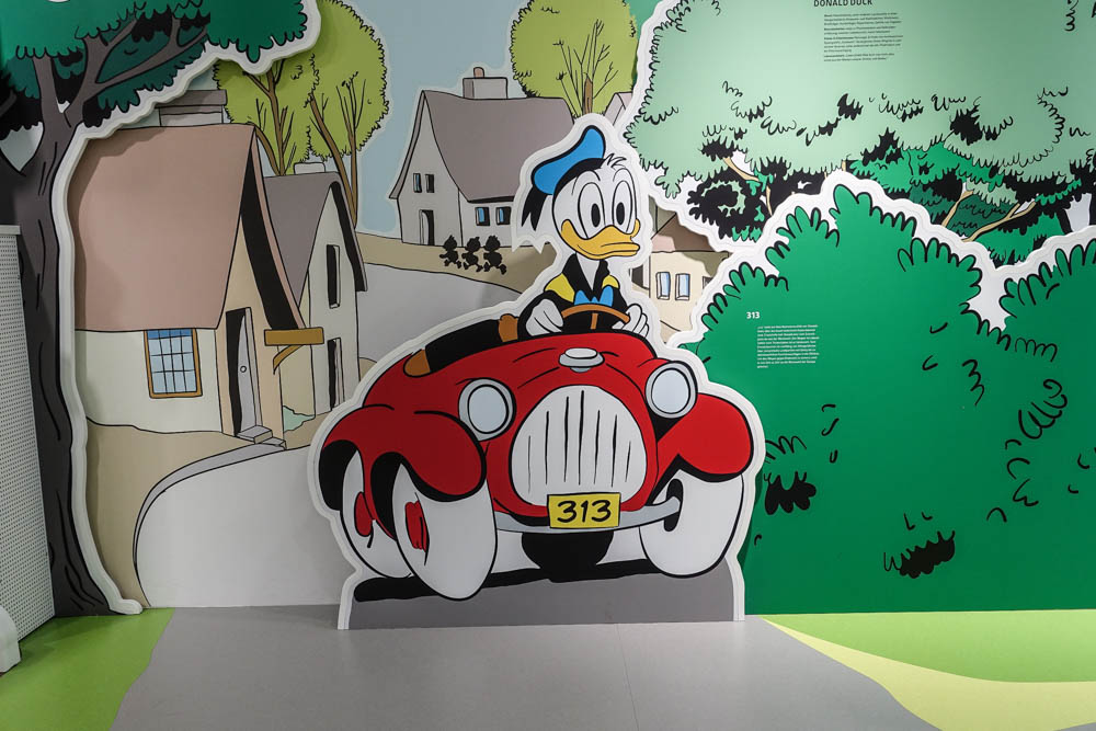 Erika Fuchs Haus, Donald Duck im Auto